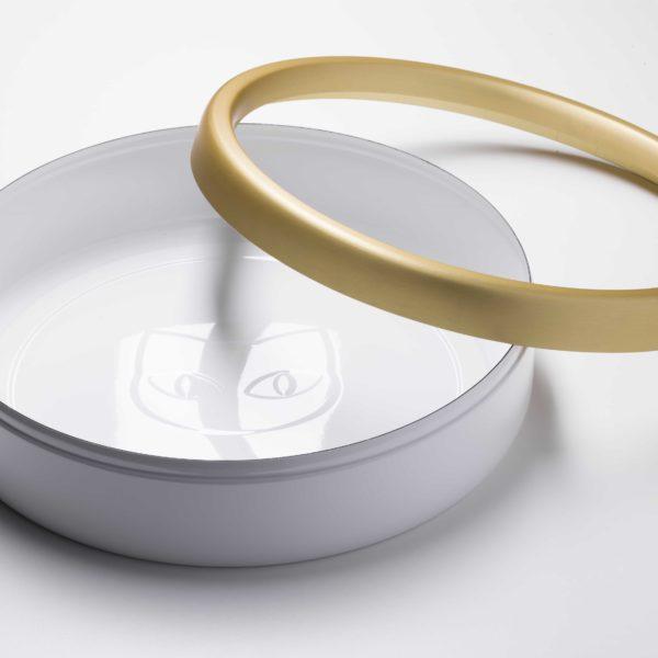 Litière ouverte en céramique blanche et dorée